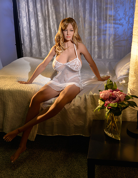 Pipedream-Ultimate-Fantasy-Dolls-Bianca-RD342-Bianca-BedSit