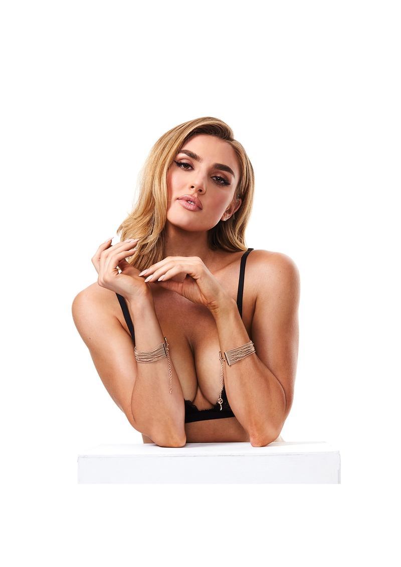 Secret Kisses Luxe Gold Bracelet Cuffs SK 1002 884472024777 Detail